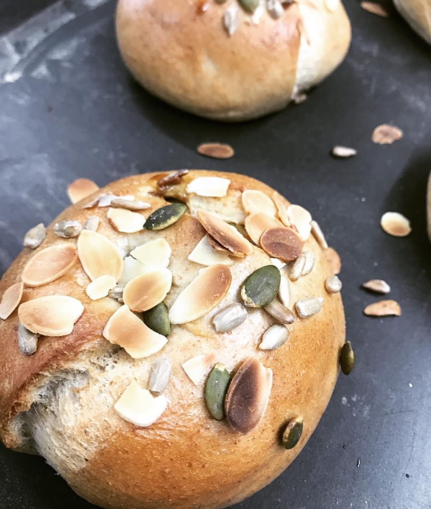 Brown suger & Seeds 黒糖とシードのベーグル