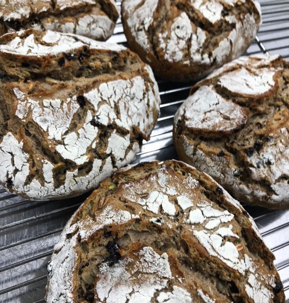 Kürbiskernebrot カボチャの種とヒマワリの種とカレンツ入りライ麦パン