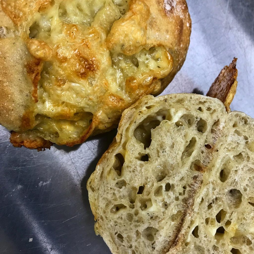 Cheese bread 大人のチーズパン(マリボーとグリュイエール)