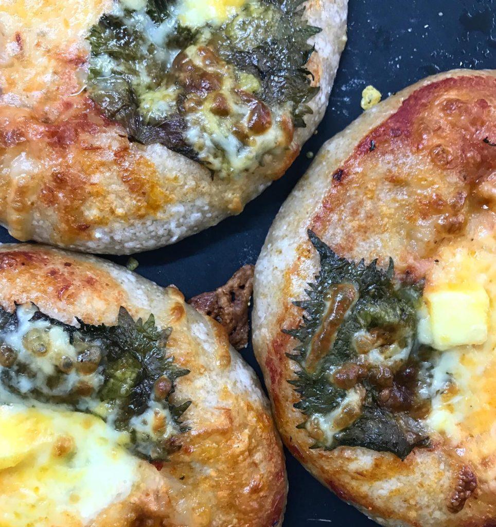 Sourdough Pizza 大葉とモッツァレラチーズ