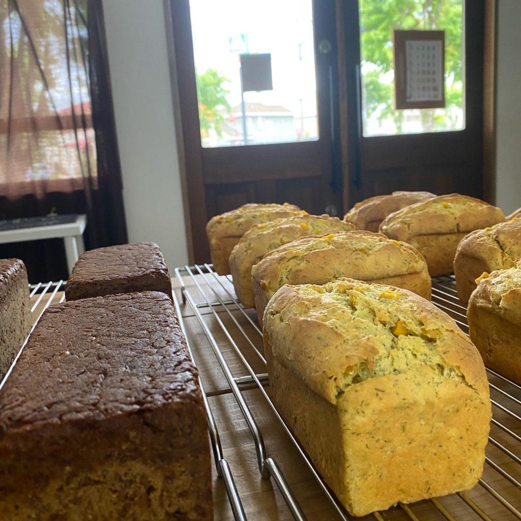 Corn bread & Pumpernickel コーンブレッドとプンパニッケル